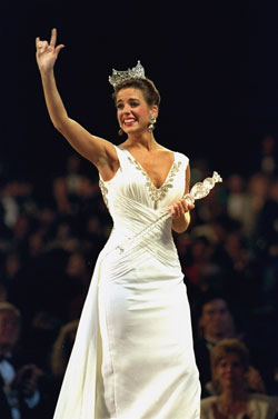 Heather Whitestone crowned Miss America in 1995